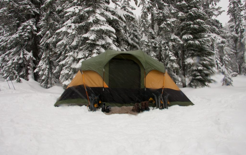 Cold weather hunting tent